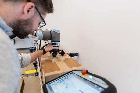 Robotiq Palletizing Solution_019_Pick Point_04-2021